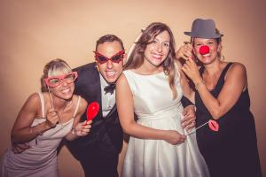 Anteprima 1 Photo booth - Having fun with your wedding photos